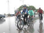Wakil Wali Kota, Amsakar Achmad ikut berpartisipasi diacara sepeda dan jalan santai