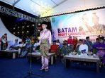 Wakil Wali Kota memimpin upacara pembukaan Batam Night Carnival dan Pawai Budaya di Dataran Engku Hamidah